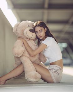 #flowers #aroundme #beautiful #gorgeous #talented #girl #actress #hollywood #model @brooketaylorkier #mua💄 @christinaturino #portrait… Big Teddy, Teddy Girl, Carnival Photography, Teddy Bear Pictures, Polish Models, Daddy Bear, Valentine Gifts, Girl Outfits, Plushies