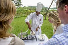 Kochkurs wird für Gäste in fast allen SERENA Lodges und Camps in Tansania und Kenia kostenlos angeboten. Von einem erfahrenen Koch bekommen sie eine kurze Einführung in die typischen, schmackhaften Zutaten und Produkte der Küche Ostafrikas, bevor gemeinsam regionale Speisen wie z.B. Ugali (traditioneller Maisbrei), Michicha (eine Art Spinat), Maharagwe (rote Bohnen) und vieles mehr zubereitet werden. Foto: Cooking lesson © SERENA HOTELS Lodges, Hotels, Kenya, African Cuisine, Red Beans, Tanzania, Spinach, Drinking, Cabins