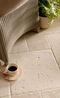 Travertine floor tiles Per info su realizzazioni simili www.sitemitalia.net