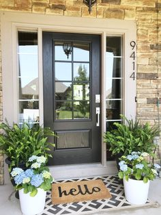 50 Stunning Spring Porch Decorating Ideas Hydrangeas & ferns for a simple and beautiful front porch Front Porch Makeover, Front Door Porch, Front Door Decor, Front Porch Plants, Summer Front Porches, Front Porch Flowers, Front Porch Decorations, Front Porch Garden, Porch Doors