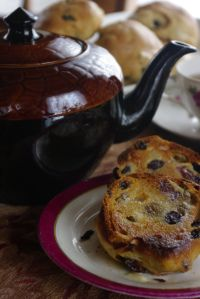 This is this the real English tea cake! Toasted with butter, who would have known, nothing fancy but they are so good! Toasted Teacakes, English Afternoon Tea, Homemade Biscuits, Bread Bun, Bread Board, Tea Cakes, Scones, Tea Time, Cake Recipes