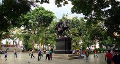 Plaza Bolivar de Caracas Foto vía conelmazodando.com.ve