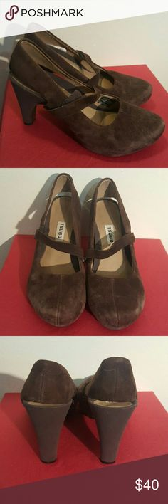 """Tsubo Acrea Platform Pump 6.5 These are a size 6.5 pair of heels from Tsuboo. Heels are pproximately 3.75"""". Front platform is approximately .75"""". Leather upper, rubber sole. Mary Jane style shoe.  No trades on ANY listings. Tsubo Shoes Platforms"""