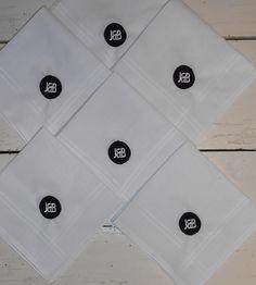 Dames zakdoeken met logo geborduurd www.bruiloftzakdoekje.nl