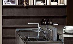 L'esigenza da cui nasce Met, la cucina metropolitana del futuro, è quella di pensare ad un nuovo mobile che unisca in un unico blocco, autoportante, tutte le funzioni tipiche di una cucina nel minor spazio possibile, senza dover rinunciare alla completa fruibilità.