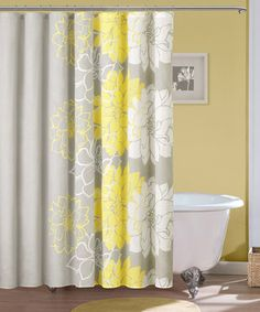 With an exquisitely classic design, this shower curtain makes for a luxurious bath time experience. Whether looking for a way to transform décor or simply searching for that final touch, this piece offers an effortless way to add instant style to bath time