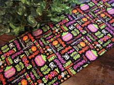 Great Decoration for a Halloween Party! Halloween Prints, Happy Halloween, Halloween Party, Halloween Wine Bottles, Halloween Table Runners, Table Runner Pattern, Gift Table, Snack Bar, Printing On Fabric