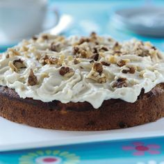 If you like carrot cake, you will love this passion cake full of fruit and nuts. Any leftover cake should be kept somewhere cool or refrigerated. Cream Cheese Topping, Cream Cheese Recipes, Cinnamon Cream Cheeses, Cake With Cream Cheese, Mascarpone Cheese, Cake Tins, Carrot Cake, Raisin, Baked Goods