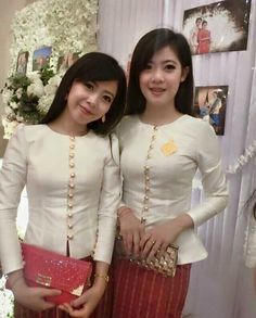 Myanmar Traditional Dress, Thai Traditional Dress, Traditional Outfits, Myanmar Dress Design, Kebaya Dress, Thai Fashion, Thai Dress, Batik Dress, African Fashion Dresses