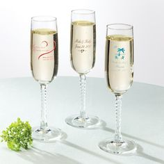 Personalized Toasting Flutes Wedding Favor | #exclusivelyweddings | #toastingflutes