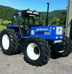 Tractor Pictures, Farm Pictures, New Holland Ford, New Holland Tractor, Big Tractors, Ford Tractors, John Deere Equipment, Heavy Equipment, Farm Humor