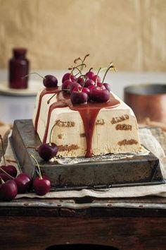 Hierdie lekkerny is eintlik perfek vir die somer, maar dit is een van die maklikste, vinnigste en lekkerste karamelresepte wat ek ken, daarom het ek besluit om dit hier in te sluit. Tart Recipes, Cheesecake Recipes, Sweet Recipes, Baking Recipes, Pudding Desserts, Dessert Recipes, Kos, Gourmet Sandwiches, Sweet Tarts