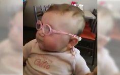 視力が弱い赤ちゃんに眼鏡を…。目の前に広がる世界に反応する姿がカワイイ♪