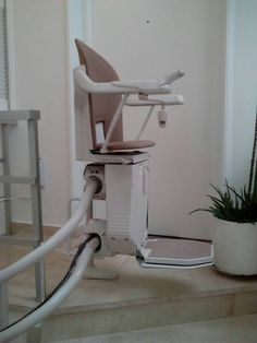 Ένα ακόμη μοντέλο SOFIA κατάλληλο για περιστροφικές σκάλες εγκαταστήσαμε στον ΠΕΙΡΑΙΑ. Chair, Furniture, Home Decor, Decoration Home, Room Decor, Home Furnishings, Stool, Home Interior Design, Chairs