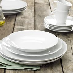 Deze zes porseleinen dessertborden van Thun (Ø 19 cm) zijn zowel mooi als functioneel. Een tijdloze aanwinst aan tafel! #Borden #Keuken #Collishop