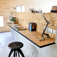 Modern Office Modern use of particle board - home office desk. Worktop in panels . Mesa Home Office, Modern Office Desk, Home Office Desks, Office Furniture, Office Decor, Furniture Design, Industrial Office, Refurbished Furniture, Small Office