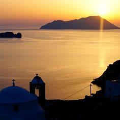 Milos Island/Plaka - Cyclades/Greece Photo by Michael Kyritsis #milos #milosisland #milos_island #milosphenomenon #aegean #cyclades #hellas #greece #grecia #grekland #bestisland #visitgreece #visit_greece #vacations #travel #holidays #cyclades_islands #greekislands #griechenland #reasonstovisitgreece #travel_greece #plaka #kastro #sunset Visit Greece, Sea Level, Greek Islands, Greece Travel, Venetian, Vacations, Castle, Holidays, Sunset