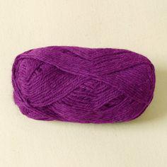 Strickwolle aus 100% Alpaka, für Nadelstärke 3,5-4, Lauflänge ca. 110 m, 50 g   Hergestellt aus Südamerikanischer Alpakawolle. Mit dieser Strickwolle stricken Sie einen angenehm weichen Schal oder Pullover.   Die Farben sind im...