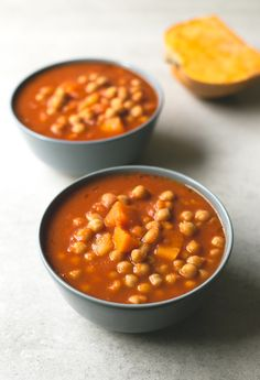 You need to give this Spanish pumpkin and chickpea stew a try! It's so comforting, satisfying and easy to make. You're going to love it! Chickpea Stew, Chickpea Recipes, Vegan Recipes, Cooking Recipes, Fall Recipes, Calabaza Recipe, Recipe Using Pumpkin, Curry Stew, Vegan Soups