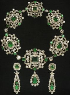 Demi-parure of emeralds, a gift from Tsar Alexander I. Among these jewels given by Tsar Alexander I to Frances Anne, the wife of Lord Charles Vane-Stewart, Marquess of Londonderry, ambassador to Vienna. Royal Jewelry, Emerald Jewelry, Jewelry Sets, Jewelry Accessories, Fine Jewelry, Jewelry Design, Emerald Rings, Emerald Necklace, Dainty Jewelry