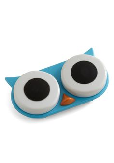Oh how I wish I could wear contact lenses - I would chuckle to myself every morning w/ this lens case!