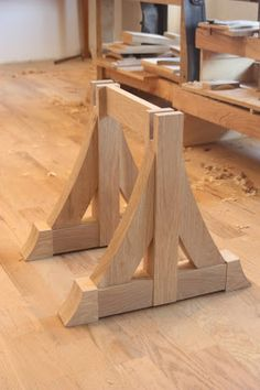 Combray Furniture Studio: The Hammer Beam Low Table . Creating Corbels and Making Sliding Dovetails, I really like this form of woodworkikng Diy Wood Projects, Furniture Projects, Furniture Making, Wood Furniture, Furniture Design, Woodworking Workshop, Woodworking Projects, Decorative Corbels, Wood Joints