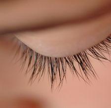 How to grown longer eyelashes naturally... i already use like all of these remedies :) i love my eyelashes!