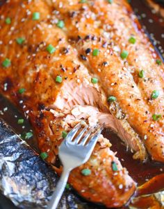 Asian Salmon in Foil | Super Tasty And Easy Recipe For A Happy Tummy!  by Homemade Recipes at http://homemaderecipes.com/healthy/dinner/best-fish-recipes/