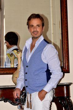 abbinare-pantaloni-bianchi http://www.ilblogdelmarchese.com/abbinare-pantaloni-bianchi-uomo/ #ilblogdelmarchese #menswear #mensfashion #menstyle #ootd #gentleman #dandy #moda #style #pittiumo #shaftjeans #sartorialatorre #gilet #calabria #fashion #andreaventura #bespoke #tailor #handmade