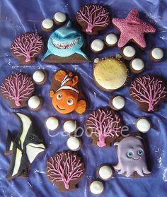 Finding Nemo fondant-covered cookies by The Whole Cake and Caboodle