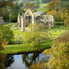 visitheworld: The ruins of Bolton Abbey in North Yorkshire / England (by bingleyman2)