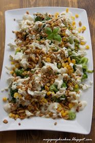 moje pasje: Brokuły z kukurydzą, fetą, sosem czosnkowym i prażonymi ziarnami Fried Rice, Feta, Fries, Ethnic Recipes, Blog, Blogging, Nasi Goreng, Stir Fry Rice