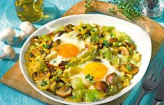 Gemüse-Ei-Pfanne - 10 vegetarische Low Carb Rezepte - Schnell, einfach und richtig lecker! Dieses Rezept können Sie mit Gemüse Ihrer Wahl zubereiten. Statt Spitzkohl und Champignons schmecken auch Paprika und Zucchini sehr gut...