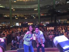 """This is the pretty Kathryn Bernardo and the handsome Joshua Garcia smiling for the camera with the fans while doing a mall show and promoting their upcoming film with Daniel Padilla, """"Barcelona: A Love Untold"""" at Market Market in Taguig City. Indeed, Kathryn Bernardo and Joshua Garcia are another of my favourite Kapamilyas and Star Magic talents. #KathrynBernardo #TeenQueen #JoshuaGarcia #BarcelonaALoveUntold Child Actresses, Child Actors, Joshua Garcia, Daniel Padilla, Star Magic, Kathryn Bernardo, Upcoming Films, Growing Up, Mall"""