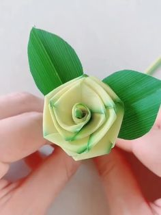 DIY Palm Leaf Rose - Never forget childhood memories, close to nature. Use Palm Leaf to make a green rose. Save it, do i - Paper Flowers Craft, Paper Crafts Origami, Diy Origami, Flower Crafts, Diy Flowers, Fabric Flowers, Paper Crafting, Flower Diy, Origami Flower