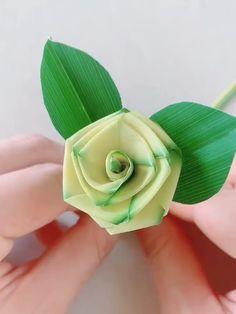DIY Palm Leaf Rose - Never forget childhood memories, close to nature. Use Palm Leaf to make a green rose. Save it, do i - Kids Crafts, Diy Crafts Hacks, Leaf Crafts, Diy Crafts For Gifts, Diy Home Crafts, Diy Arts And Crafts, Creative Crafts, Creative Ideas, Paper Flowers Craft