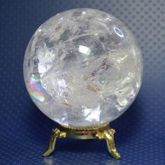 Quartz crystal ball -> Place this crystal ball in your home to: Clean the atmosphere of negative energies Cleanse your other stones Amplify the energy of your healing stones Use it as a meditation tool, aura cleansing Minerals And Gemstones, Crystals Minerals, Rocks And Minerals, Stones And Crystals, Raw Gemstones, Crystal Sphere, Crystal Ball, Quartz Crystal, Rose Quartz