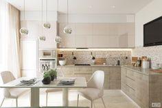 Kitchen High Table and Chairs Glass Kitchen Tables, Modern Kitchen Tables, Kitchen Island Table, Bar Kitchen, Glass Table, Beige Kitchen, Ikea Kitchen, Kitchen Decor, Kitchen Ideas