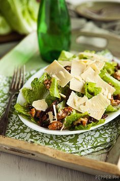 Romain lettuce, candied walnuts, sundried tomatos, shaved parmesean and homemade greek balsamic dressing