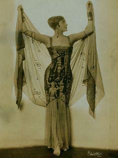 maudelynn: Flore Revalles by Ira Hill c.1920 http://digitalgallery.nypl.org