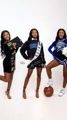 Girl Graduation Pictures, Graduation Look, Graduation Picture Poses, Graduation Photoshoot, Grad Pics, Senior Pictures, Beautiful Black Girl, Pretty Black Girls, Glam Photoshoot