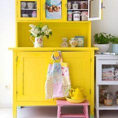 Bom dia  Vamos começar uma segunda feira linda com esse armário de cor vibrante e alegre!! www.diycore.com.br #armario #amarelo #architecture #yellow #diy #decor #decoração #decoration #decoracion #decorating #vintage #cozinha #furniture #homedecor #homesweethome #homemade #homestyle #home #homedesign #instalove #instaphoto #instapic #instagood #instalike #instamood #instadecor #instadesign #kitchen