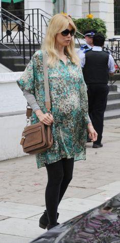Pregnant Claudia Schiffer (370×750)