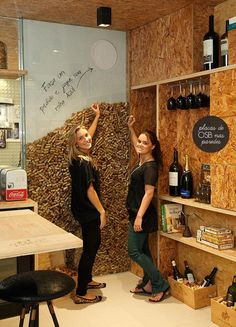 Entertainment Discover a wine cork WALL? Deco Restaurant, Restaurant Design, Restaurant Restaurant, Cork Wall, Wine House, Wine Wall, Wine Bottle Wall, Tasting Room, Wine Storage
