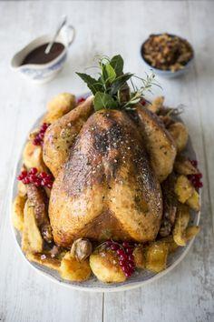 Truthahn mit Orangen-Thymian-Butter als Hauptgang für ein weihnachtliches Festmahl