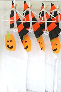 Take a look at this awesome fall Halloween pumpkin carving party! Love the apron. - Betty W. Halloween Bingo Cards, Halloween Party Activities, Halloween Countdown, Halloween Party Favors, Halloween Celebration, Fun Activities For Kids, Family Halloween, Halloween Pumpkins, Halloween Ideas