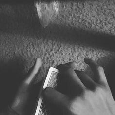 Couldn't find a good angle  #like #daily #dananddave #dailycardistry #cardporn #cardflourish #cardflourishing #cardmagic #cardistry #bucktwins #theory11 #photooftheday #thevirts #colorchange #magic #playingcards #bicyclecards #likeforlike #follow #followforfollow #like4like #dailymagic #follow4follow #instagood by octopalm
