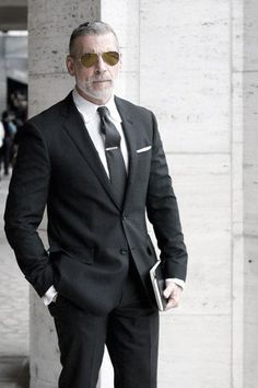 Nick Wooster Don Draper classic menswear swag, aviators pinstripe suit Old Man Fashion, Mens Fashion Suits, Mens Suits, Male Fashion, Fashion Ideas, Men's Black Suits, Nick Wooster, Sharp Dressed Man, Well Dressed Men
