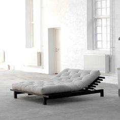 Erleben Sie ein neues Schlafgefühl mit dem japanischen Futonbett in Schwarz aus Kiefer Massivholz. 140x200 cm Liegefläche & mit verstellbaren Kopfteil bietet es optimalen Schlafkomfort. Lattenroste sind inklusive. Die Matratze ist optional lieferbar. Hier klicken: http://www.pharao24.de/japanisches-futonbett-canja-in-schwarz-aus-kiefer-massivholz.html#pint So wie dieses Bett finden Sie auch noch weitere hochwertige Betten dieser Art & auch in vielen anderen Stilrichtungen auf Pharao24.de.