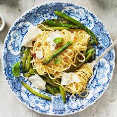 Spagetti med sparris och mozzarella